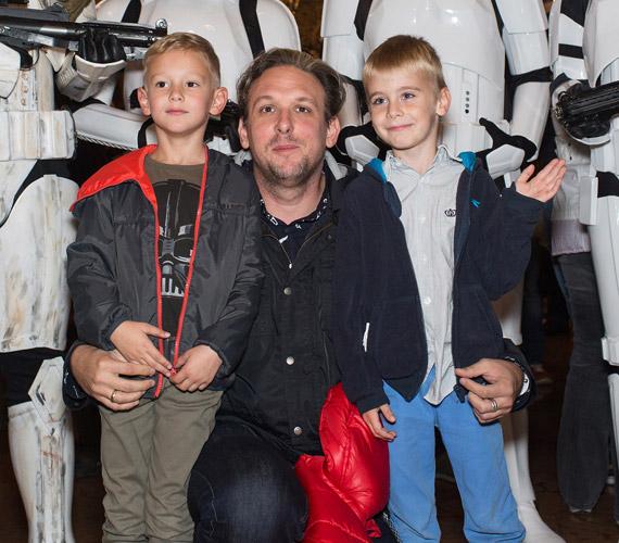 Tóth Szabi, a Sugarloaf gitárosa is óriási Star Wars-rajongó, a kisfiával - bal oldalon - is végignézette a hat részt, aki hatévesen maga is nagy rajongója lett a sagának.