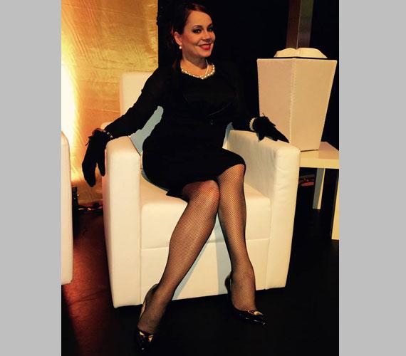 Csisztu Zsuzsa, a Digi Sport műsorvezetője necc harisnyába bújtatta csodás lábait.