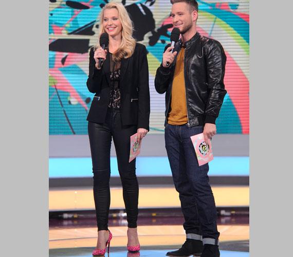 Az RTL Klub szőke sztárja, Lilu a legvagányabb ruhákat a ValóVilág műsorvezetőnőjeként viseli - a szűk nadrág tűsarkúval remekül áll neki.