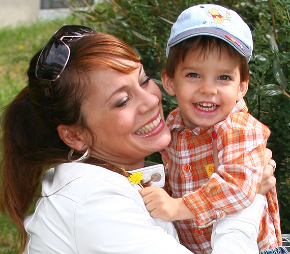 Mint minden szerelmes nő, Zsuzsa is örül, hogy négyéves kisfiában párja vonásai köszönnek vissza, nem is tagadja, nagyon örülne, ha Krisztiánnak kistesója születne.