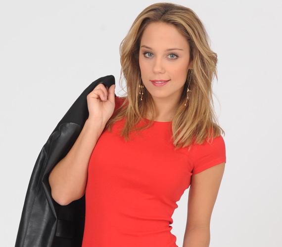 Kiss Ramóna Szentmihályi Zsófia szerepében 2002 óta játszik a Barátok köztben - a nézők szeme láttára vált tinilányból vérbeli nővé.