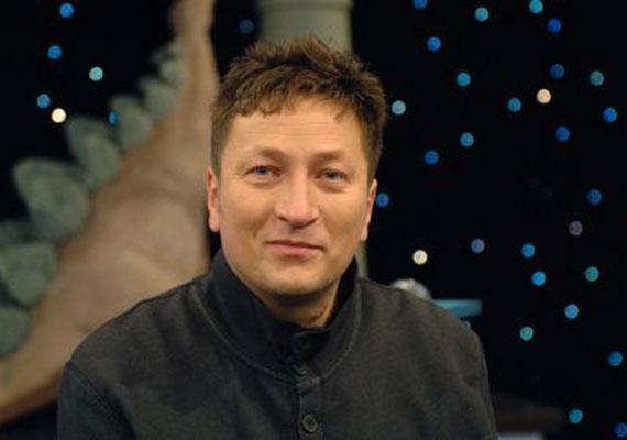 A kilencvenes évek közepén a műsor válságba került, és egy ideig nem is sugározták. Delta 2000 néven indult újra, és 2001 óta új műsorvezetővel, dr. Fiar Sándorral látható az MTV műsorán szombat reggelente.