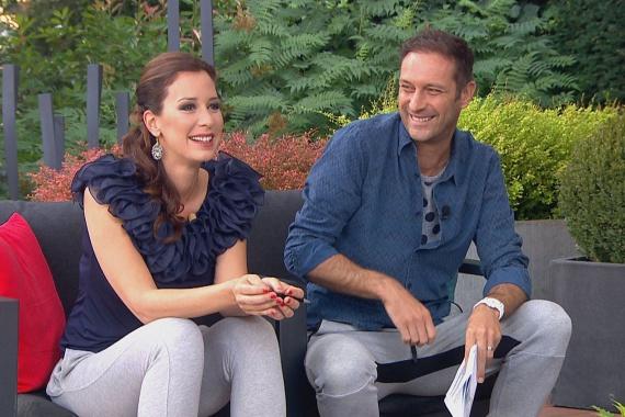Demcsák Zsuzsa és Szebeni István, a Mokka műsorvezetői bevállalták: ma szürke mackónadrágban vezették a műsort.