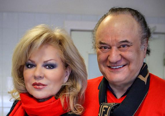Kiderült, Balázs Klári és Korda György 330 millió forintért megválik velencei luxusvillájától, valamint az is, hogy az énekes valóban kórházba került, de a híresztelésekkel ellentétben nem volt életveszélyben. Ha kíváncsi vagy a villára, kattints ide »