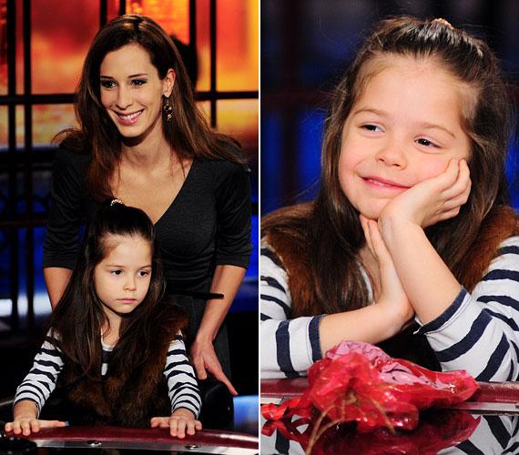 Kislánya, Tamara már iskolás. Gyönyörű haját édesanyjától örökölte.
