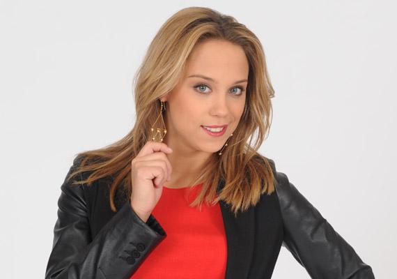 Kiss Ramóna, a Barátok közt színésznője szerdán levágatta a haját, az eredményt pedig posztolta a hivatalos Facebook-oldalán. A végeredményt itt láthatod »