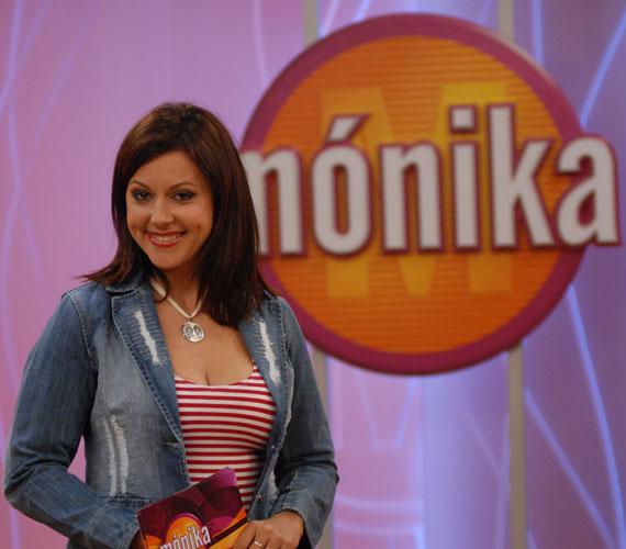 Erdélyi Mónikának még a Mónika Show egyik adásában folytak a könnyei a kacagástól. A videót ide kattintva tekintheted meg »