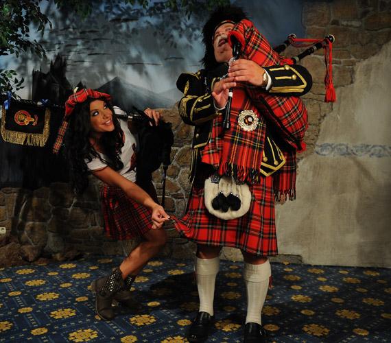 A tradíciók szerint a skót férfiak nem hordanak semmit a szoknyájuk alatt.