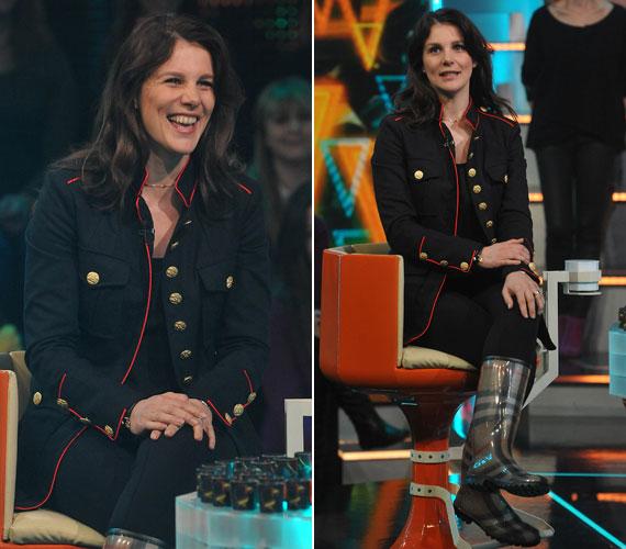 Balázsovits Edit színésznő ruhája inkább március 15-ét, mint a nőnapot idézte, de jól állt neki. Egyedül a kockás gumicsizma volt furcsa.