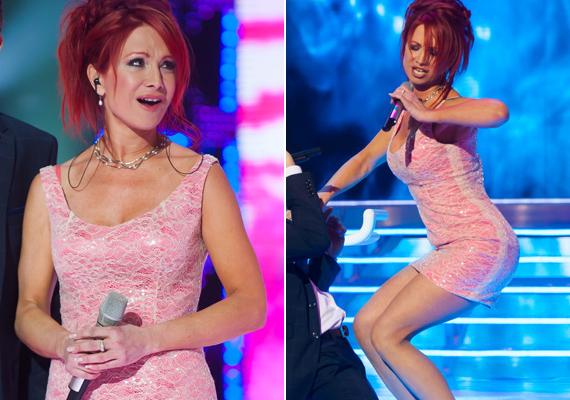 2013 februárjában a TV2 A Nagy Duettjében talán ugyanebben a miniruhában szerepelt, csak úgy feszült a testén a rózsaszín ruhácska.