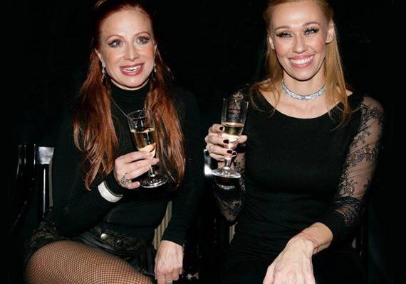 2014-ben, a Madách Színház által a Macskák 1400. előadásának tiszteletére adott partira ebben a fekete ruhában érkezett, amit még egy szexi neccharisnyával is feldobott. A képen Gallusz Nikivel látható, aki szintén egy áttetsző fekete darabra szavazott.