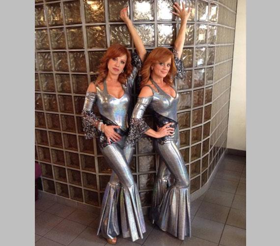 Détár Enikő a Mamma Mia! című musicalben ezüstszínű latexruhában is színpadra lépett, a musicalben Tanya szerepét felváltva játssza kolléganőjével és egyben barátnőjével, Ladinek Judittal.