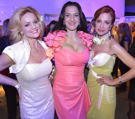 A három színésznő akárhol is jelenik meg, nagy feltűnést kelt - a 2014-es Elle Fashion Show-n fellépőruháik koktélruhának is tökéletesek voltak.