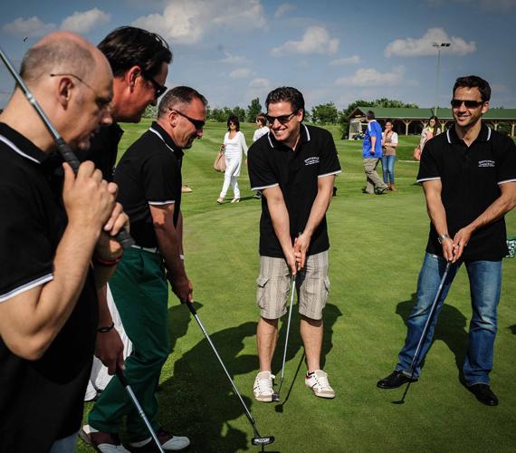 Hajdu Steve-nek és Kokónak nem volt ismeretlen feladat, azonban a többiek először találkoztak golfütővel. Kozmann György a profikat is meglepte, ám végül öt gurításból Steve bizonyult a legjobbnak.