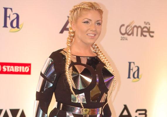 2012 után idén ismét Tolvai Reni öltözött a VIVA Cometen a legmerészebb ruhába. Nézd meg képgalériánkban a legdögösebb darabokat!