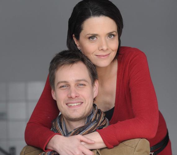 Férjével, Kinizsi Ottóval a Barátok közt sorozat forgatásán ismerkedtek meg, 2004-ben házasodtak össze. A párnak két kislánya született, a most nyolcéves Emma és a hároméves Hanni.