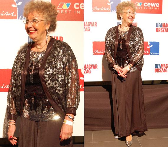 Fodor Zsóka sem hiányozhatott a születésnapi partiról. A 71 éves színésznőt 2011-ben saját kérésére írták ki a Barátok köztből: Magdi anyus meghalt, de szelleme néha még kísért a sorozatban.