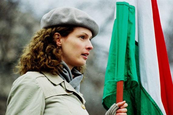 2006-ban, a Szabadság, szerelem című film forgatása miatt vörösről barnára váltott. Ő alakította Falk Vikit, a műegyetemista forradalmár, Szabó Karcsi, azaz Fenyő Iván filmbéli szerelmét.