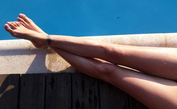 A délelőtt folyamán még csak formás lábairól posztolt egy képet. Volt, aki követelte a teste maradék kétharmadát is - Kata ennek végül eleget is tett.