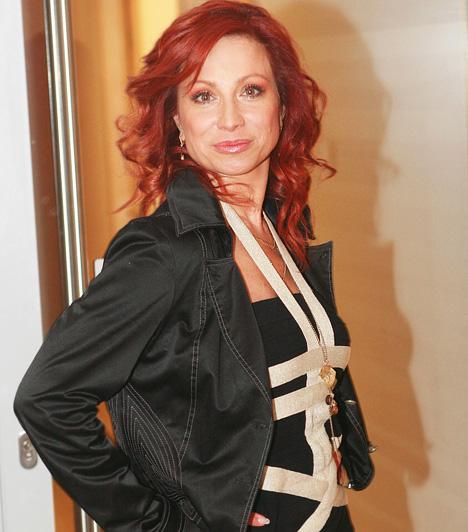 Détár Enikő  Színpadi színésznőként 1996 óta szabadúszó, a közönség a Madách Színházban és a Budapesti Kamaraszínház Tivoli színpadán találkozhat vele. Karrierje során a legváltozatosabb zenés szerepeket játszhatta el, a Macskáktól a Nyomorultakon át a Chicagóig. Civilben is legalább ilyen energikus, hiszen két gyerkőc anyukája: Gigi már nagylány, Zsebi pedig kisiskolás.  Kapcsolódó sztárlexikon: Ilyen volt, ilyen lett: Détár Enikő »