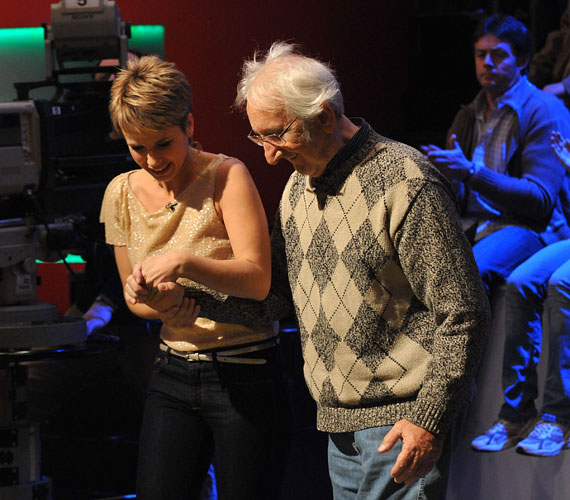 A DTK Show-ban szólalt meg életében utoljára Garas Dezső, a Nemzet Színésze, aki menyét, Balla Esztert kísérte el. Itt beszéltek először a kis Emmáról, Garas Dezső rajongásig szeretett, Down-szindrómás unokájáról.