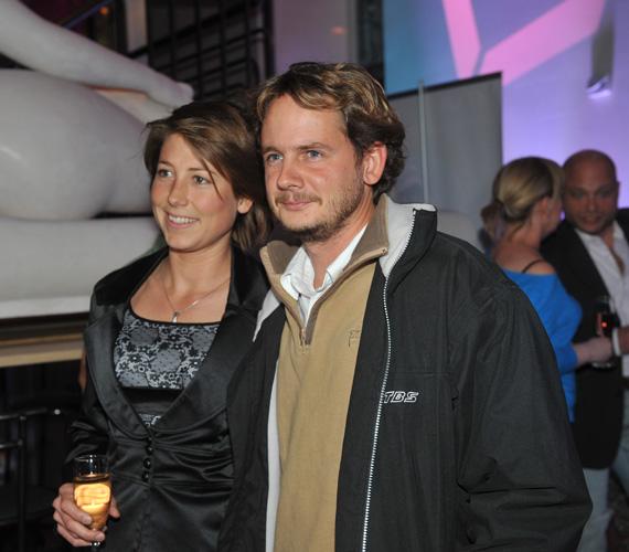 A DTK Show-ban adta partot érése utáni első televíziós interjúját Rakonczay Gábor, akit akkor a stúdióba is felesége kísért el.