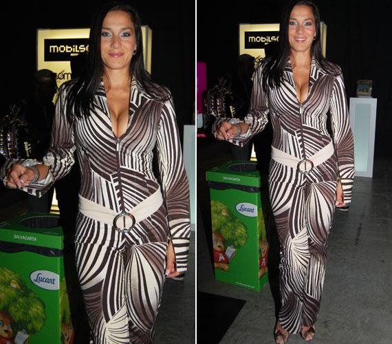 13. VIVA Comet díjkiosztó gálán Fésűs Nelly színésznő zebracsíkokra emlékeztető overallja vonzotta a tekinteteket, hát még a dekoltázsa.