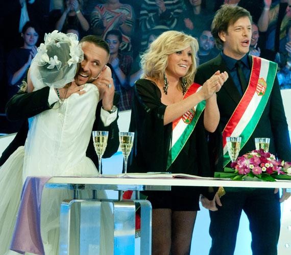 Liptai Claudia és Till Attila, a Mr. és Mrs. műsorvezetői rögtönzött anyakönyvvezetők voltak.