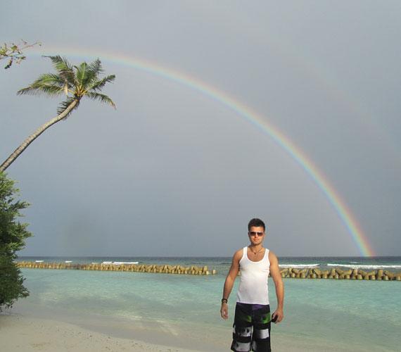 Nincs kizárva, hogy még visszatér az egzotikus szigetre, ugyanis lenne lehetősége kite-szörf-oktatóként állást vállalni.