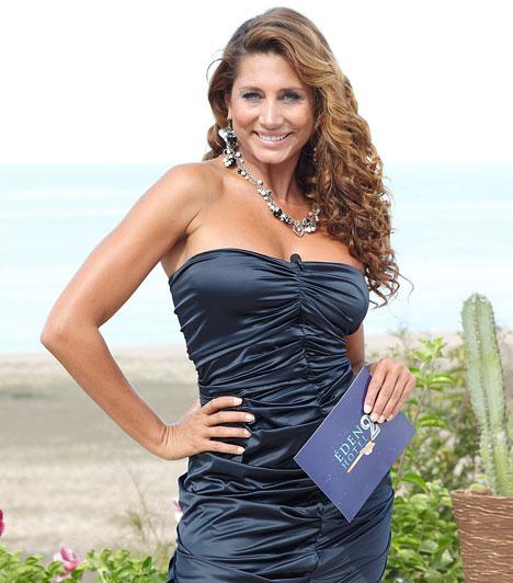 SzínekA 33 éves sztár szívesen viselt élénk színeket a mexikói forgatás során: a kék, a lila, a rózsaszín, és a zöld is remekül áll neki.
