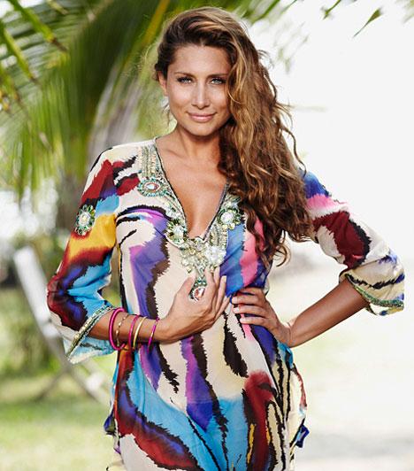Az Éden háziasszonya  Idén is csinosabbnál csinosabb nyári ruhákban láthatják a nézők az Éden háziasszonyát.  Kapcsolódó cikk: Szexi fotósorozat! Íme, Horváth Éva legdögösebb képei Mexikóból »