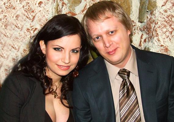 Férjével már hosszú évek óta együtt vannak, és két tündéri gyerkőcöt nevelnek, Noelt és Mirát.