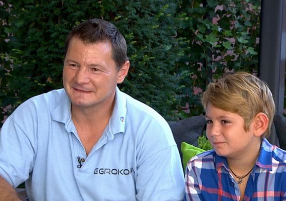 Erdei Zsolt kisfia, Viktor októberben lesz nyolcéves, volt feleségével, Arabellával közösen nevelik, hol az édesanyjánál és az édesapjánál is van szobája. Viktor természetesen sportol, focizik, és felnőttként szakács szeretne lenni.