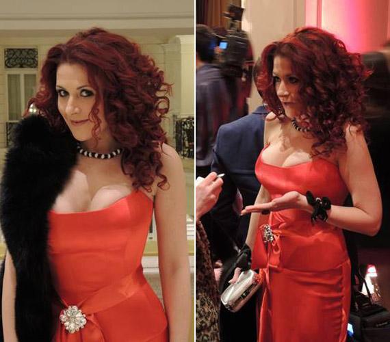 Madár Verának, a Jóban Rosszban színésznőjének piros ruhája első pillantásra nem több, mint egy elegáns, egyenes vonalú alkalmi ruha, ám elég egy másik perspektíva, és minden figyelem a dekoltázsára terelődik.