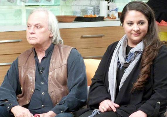 Benkő Péter és 31 évvel fiatalabb neje, a kozmetikusként dolgozó Klaudia tíz éve vannak együtt, hat éve pedig összeházasodtak. A 69 éves színművésznek nagyon kellett már ez a boldogság: első feleségét, Katalint fiatalon, egy repülőgép-szerencsétlenségben veszítette el, amelynek részletei máig tisztázatlanok.
