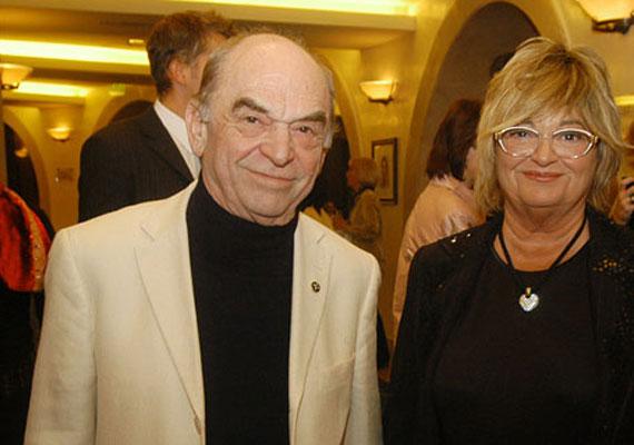 Bodrogi Gyula már lassan 40 éve él együtt Vass Angéla egykori modellel, noha nem házasodtak össze, hiszen a színész papíron még mindig nős, felesége Voith Ági (képünkön). Az egykori legendás színészpáros között egyébként tíz év van.