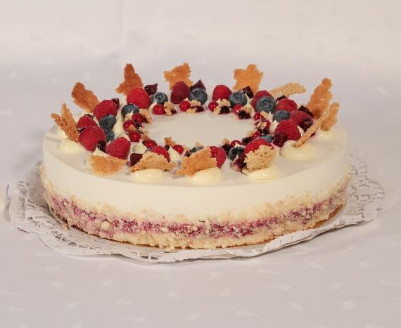 Erdei gyümölcsös-joghurtos torta.