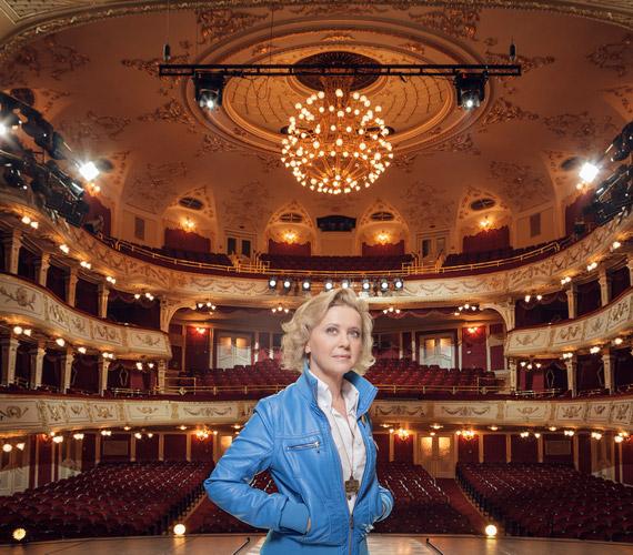 Eszenyi Enikő marad a Vígszínház igazgatója. A teátrum közleménye itt olvasható.