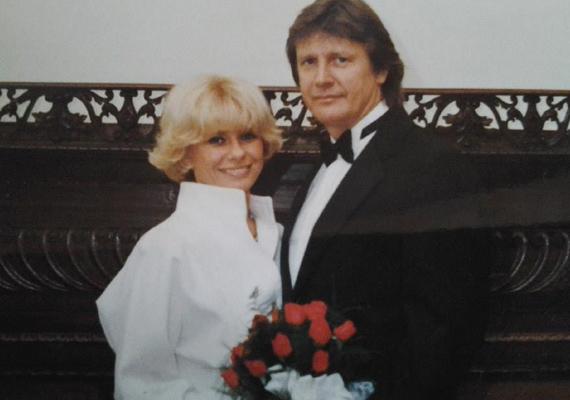 1989-ben házasodtak össze férjével, Fonyódi Péterrel. A színésznő 41 éves volt, amikor megismerkedtek egymással, de első pillantásra egymásba is szerettek.
