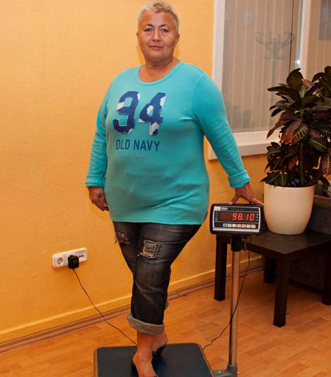 100 alá ment  Kitartásának köszönhetően április végén már 98,1 kilót mutatott a mérleg, aminek azért is örült annyira az énekesnő, mert legutóbb 20 éve volt 100 kiló alatt.  Kapcsolódó cikk: Nézd meg, mennyit fogyott! Falusi Mariann már közel 30 kilót ledobott »