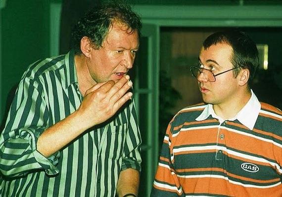 """""""Vili, te nagyon hülye!"""" - sokszor elhangzott ez a Kövér Lajost megformáló Nagy Zoltán szájából."""