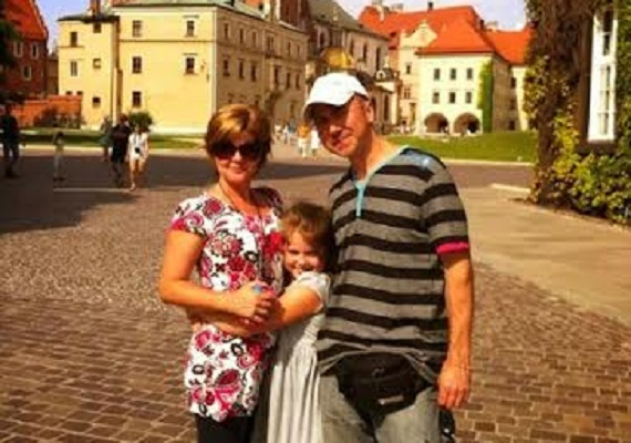 Jelenlegi feleségével és kislányukkal szinte minden szabadidejükben úton vannak. Hobbijukat megkönnyíti, hogy Illés neje, Judit az otthoncsere nyaralóprogram nagykövete, így rengeteg helyre eljutottak már a világban.