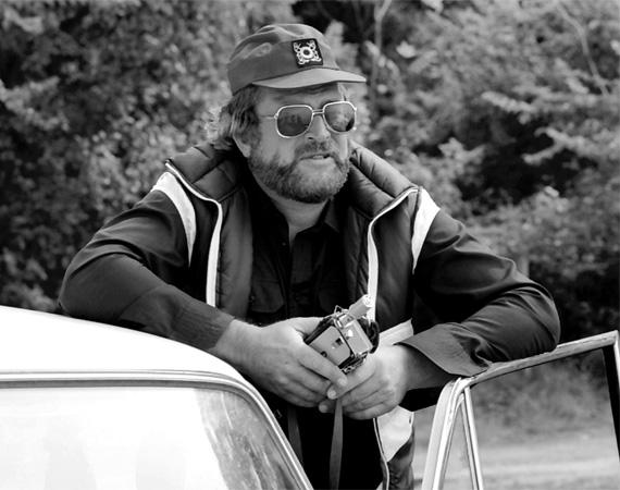 Bujtor István (1942-2009) - A tehetséges színész és rendező a színpadon kezdte pályafutását, majd a hatvanas évektől rengeteg filmben és regény-adaptációban - Karambol, Bors, Egri csillagok, Szemüvegesek, Fekete gyémántok, Sándor Mátyás - szerepelt, különféle karaktereket megformálva. Az Ötvös Csöpi filmek ötletét állítólag maga Bud Spencer szorgalmazta, Bujtor pedig - aki egyébként Bud Spencer állandó szinkronhangja volt - kihozta a műfajból, amit lehetett, és ezzel igazi klasszikust teremtett. Mint Ötvös Csöpi hét alkalommal, utoljára a 2007-es Zsaruvér és Csigavér III-ban állt a kamera elé. 2009 augusztusában került kórházba, de életéért hiába küzdöttek az orvosok. Testvére, Latinovits Zoltán mellé temették el Balatonszemesen.