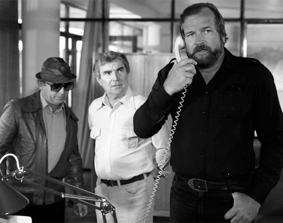Zenthe Ferenc (1920-2006) - A számos díjjal kitüntetett színművész Ötvös Csöpi főnökét, Záray István rendőrparancsnokot játszotta, a sorozat majd' minden részében felbukkant. Az ötvenes évektől forgatott, a legnépszerűbb magyar filmekben szerepelt, A kétszer kettő néha öttől a Tenkes kapitányán és a Princ, a katonán át az Égigérő fűig. Majd 1987-től egészen az utolsó, 1999-es epizódig a Szomszédok közkedvelt Taki bácsiját alakította. 86 évesen tüdőgyulladás vitte el.
