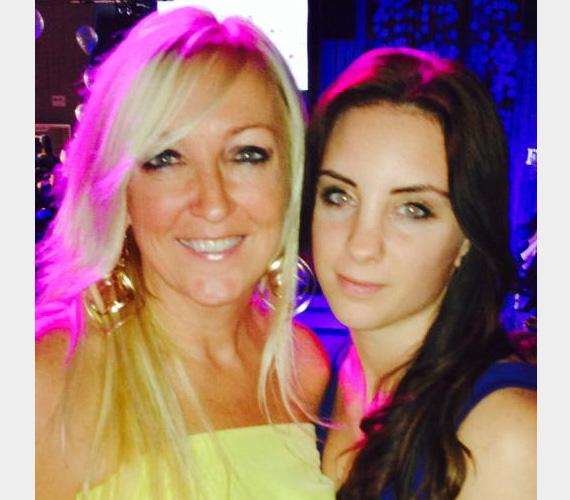 """Kandász Andrea műsorvezető gyönyörű tinédzser lányával, Lolával jelent meg az eseményen, a szelfit a büszke anya posztolta a Facebook-oldalán: """"Anyalanya a Femina.hu divatshow-n ! Nagy élmény volt! Oleles !"""""""