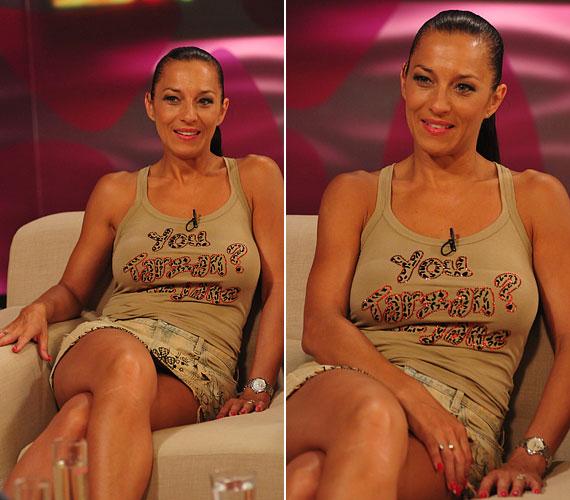 Tavaly júliusban a TV2 Mokka című reggeli műsorában egy rövid farmer miniszoknyájában forrósította fel a hangulatot.