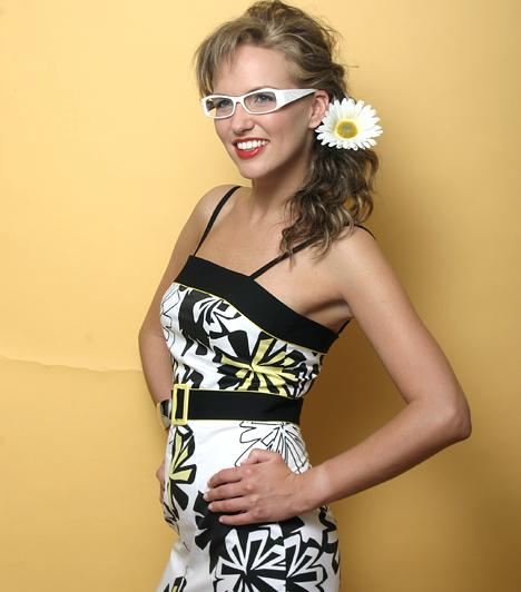 Marót Viki  Az 1983-as születésű szőke énekesnő a televíziónak köszönheti népszerűségét, hiszen a Marót Viki és a Nova Kultúr zenekar a 2003-ban indult Bagi-Nacsa show zenéjét szolgáltatta. Azóta a formáció külön utakra lépett, de jellegzetes hangzásukat és a hatvanas évek életérzését közvetítő dalaikat máig sokan szeretik. Viki 2010-ben édesanya lett, decemberben egy kisfiúnak adott életet.
