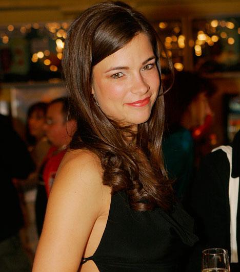 Egres Katinka  A 9 és fél randi, a Megy a gőzös és a Budakeszi srácok gyönyörű színésznője 2009-ben adott életet első gyermekének, emiatt azóta többnyire vendégfellépeseket és filmes munkákat vállal csak.