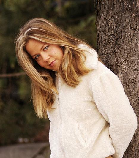 Haumann Petra  Haumann Péter Kossuth-díjas színész lányával a színpadon kívül találkozhattunk a Jóban Rosszban című sorozatban is, emellett 2004-ben levetkőzött a Playboyban.  Kapcsolódó cikk: Haumann Petra anyaként szexisebb mint valaha »