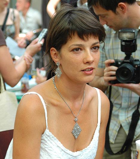 Parti Nóra  A Bárka Színház társulatának színésznője emlékezetes alakításaival nemcsak a színházbajárókat, hanem a mozirajongókat is megörvendeztette már, szerepelt többek között az Üvegtigris második részében és a Poligamyban is.